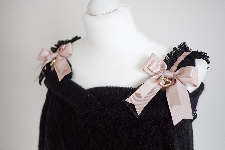 Liz Lisa Winter 2020: Frill Strap Off-Shoulder Knit